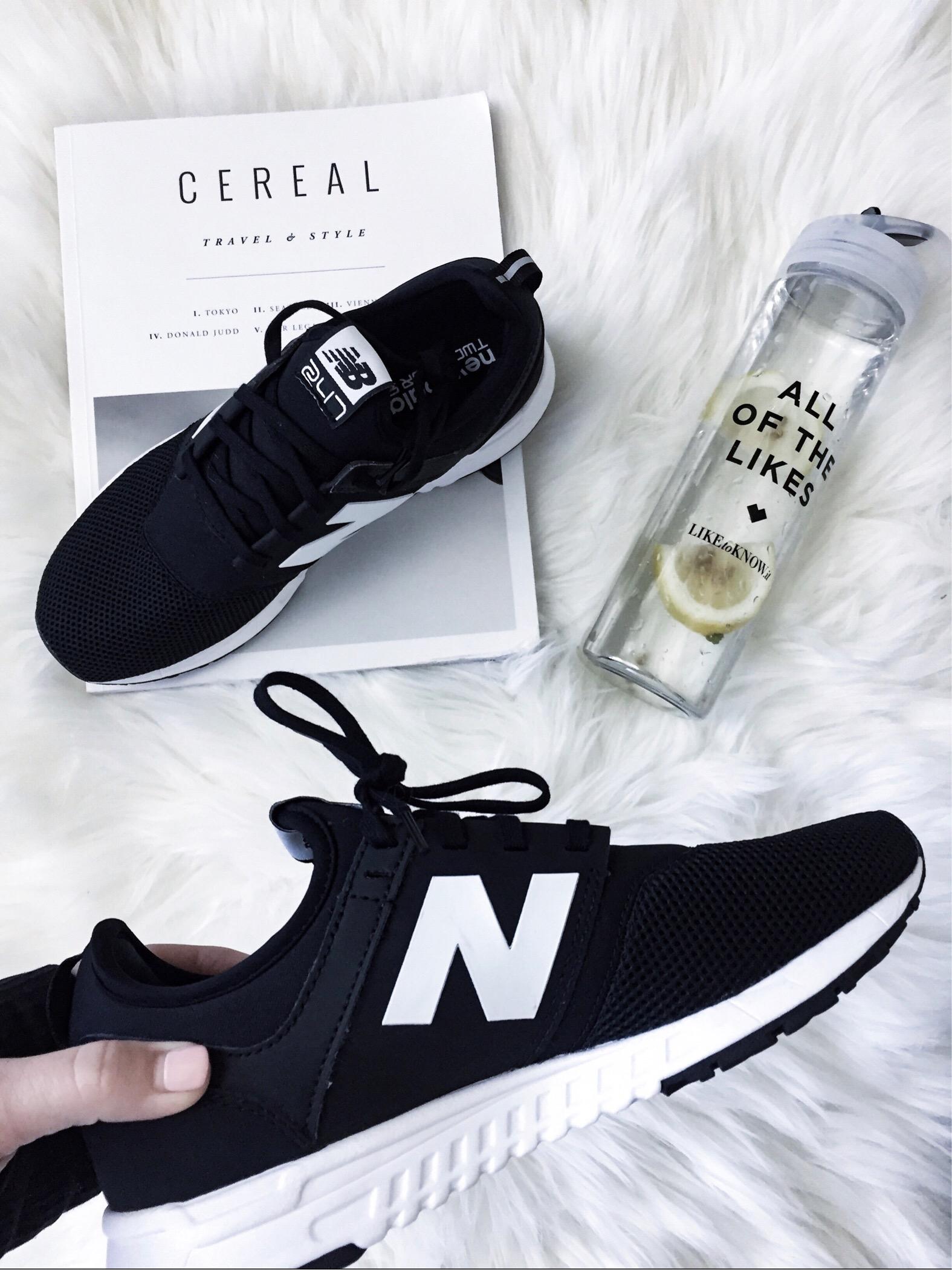 New Balance Modern classic sneaker in black | Flatlay fashion