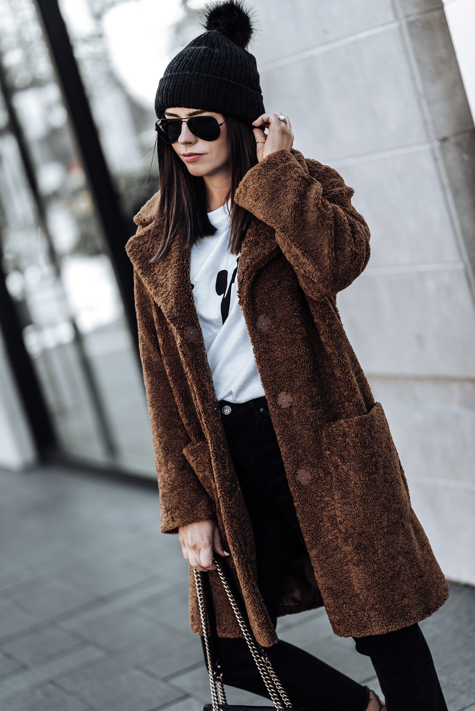 Click to shop the exact look! Teddy Coat (from ASOS, identical here) | Black denim jeans | Les Girls Les Boys Tee | Old Skool Vans | #teddycoatoutfits #winteroutfits #fallfashionoutfits #beanieoutfits
