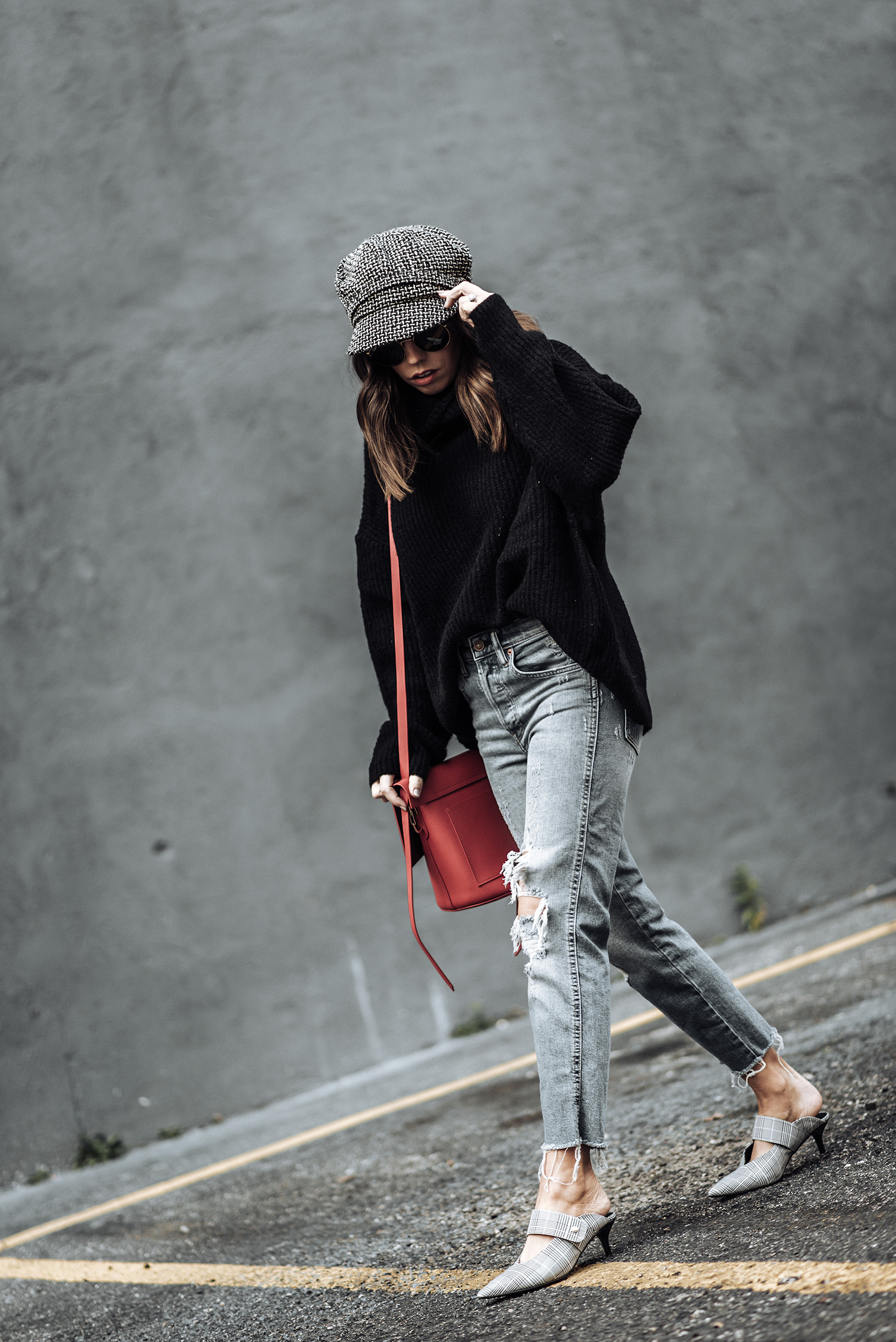 Click to shop the exact look: Plaid mules   Jeans   Oversized Sweater   Bakers Hat   Zac Posen Bag  Tiffany Jais fashion and lifestyle blogger of Flaunt and Center   Houston fashion blogger   Mixing Plaid   Streetstyle blog