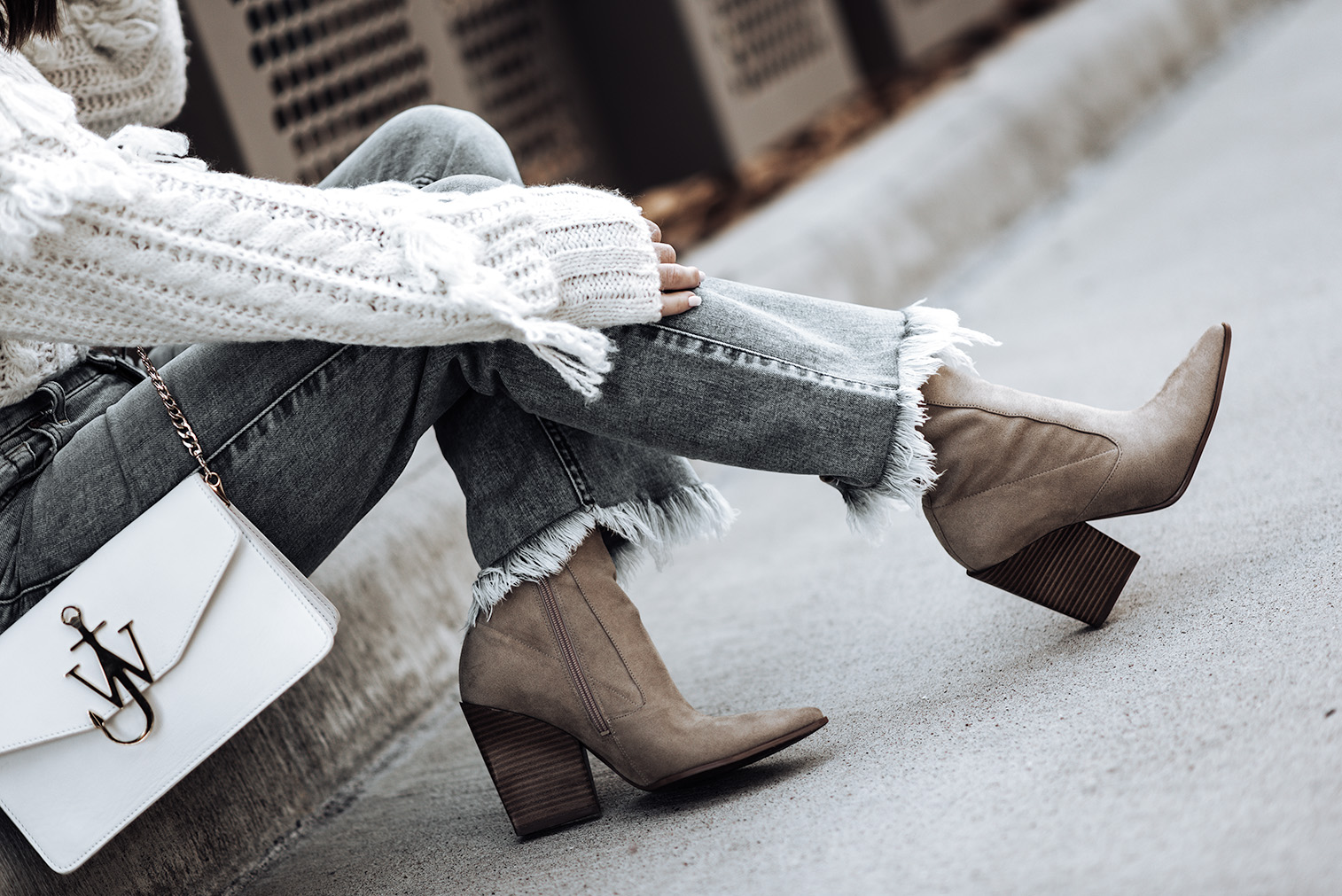 Click to shop the look: Ali Crop Jeans | Roll Neck Detail Sweater | Camel Colored ankle boots | Lack of Color Lola Hat |Tiffany Jais fashion and lifestyle blogger of Flaunt and Center | Houston fashion blogger | 7 for all mankind | Streetstyle blog