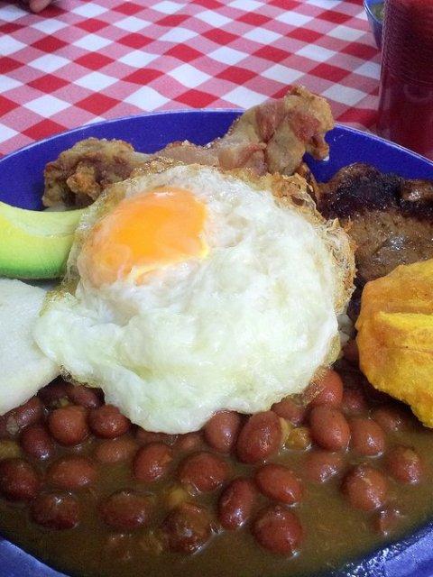 Bandeja paisa Colombian foods