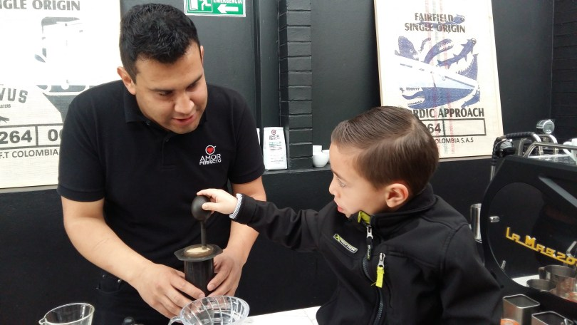 Amor Perfecto Barista with child