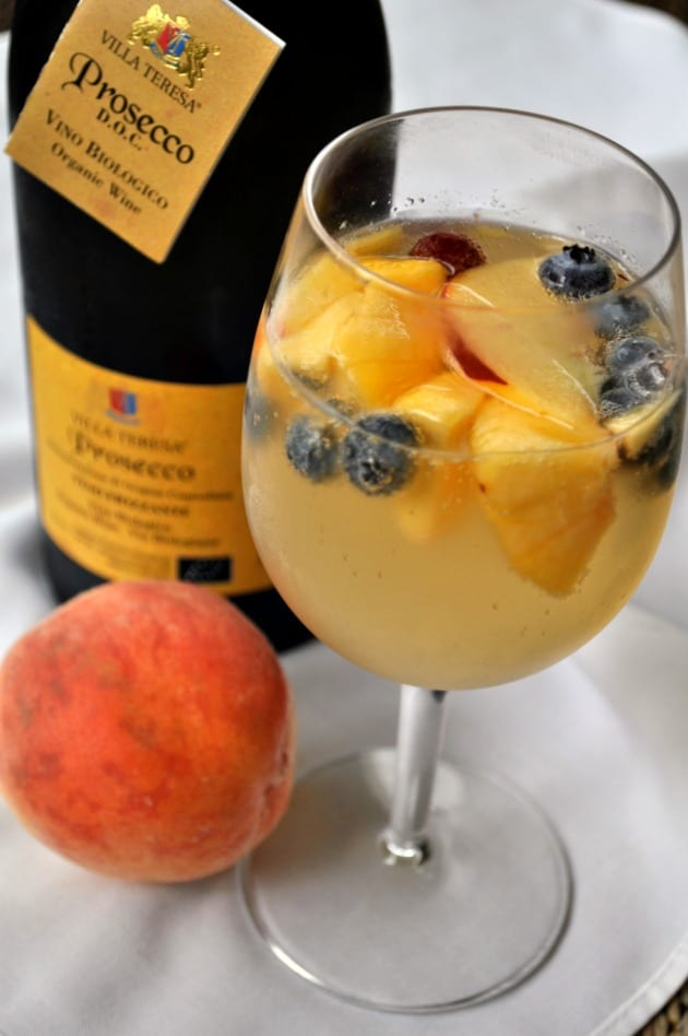 The best (and easiest) Peach Sangria, 3 Favourite Sangria Recipes |www.flavourandsavour.com