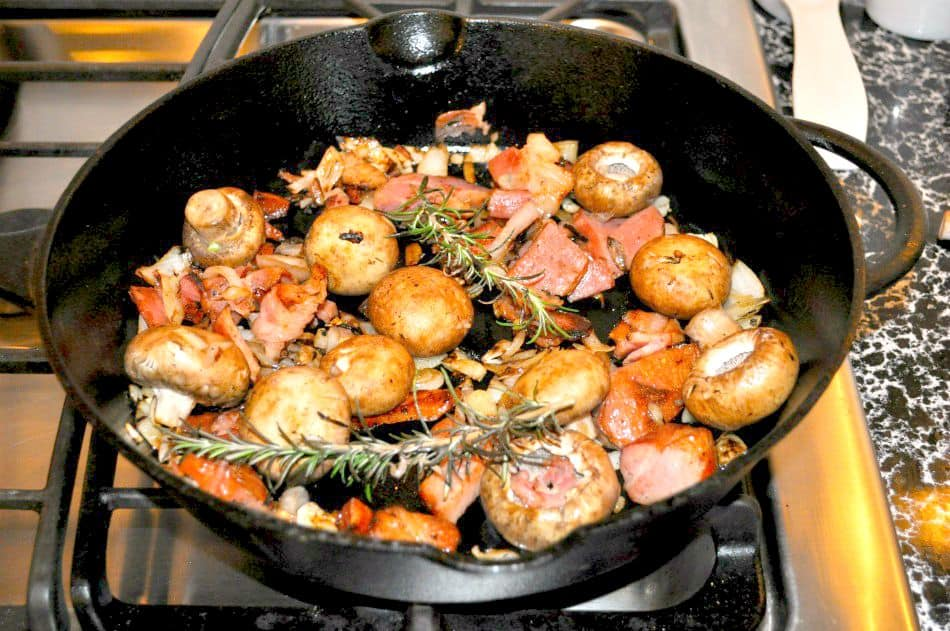 Harvest Chicken with Bacon and Rosemary |flavourandsavour.com