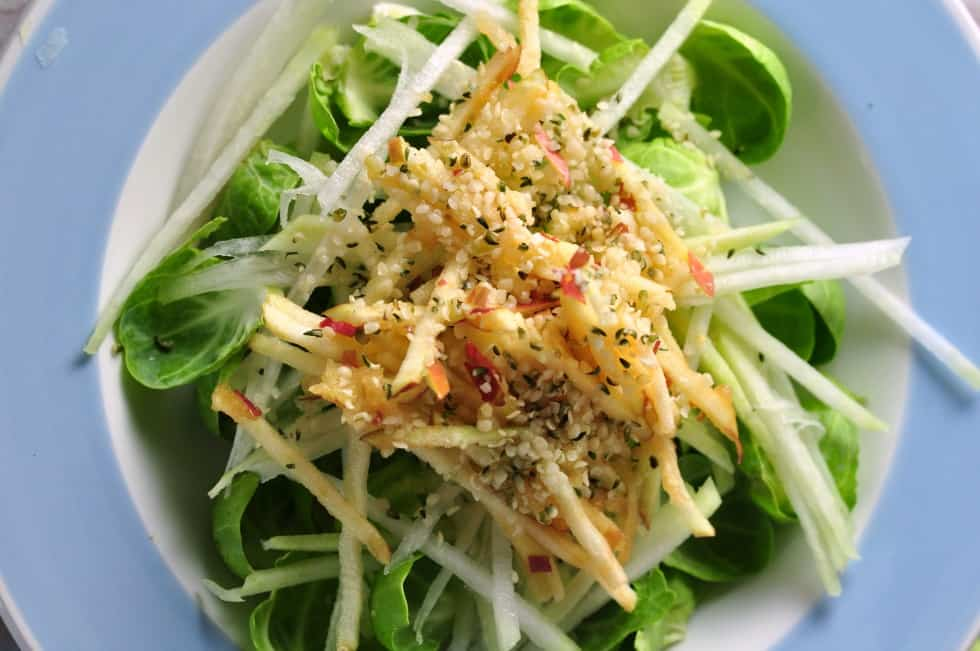 Kohlrabi Winter Salad with Sprouts and Apples | www. flavourandsavour.com