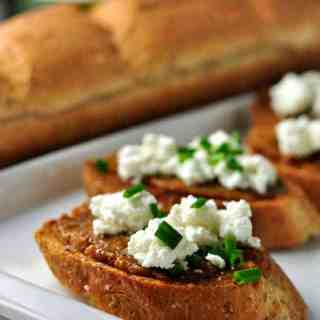 Fig and Goat Cheese Crostini. Fabulous appy for any time of the year. from Flavour and Savour