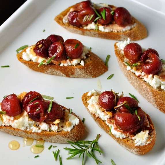 Roasted Grape and Goat Cheese Crostini |www/flavourandsavour.com