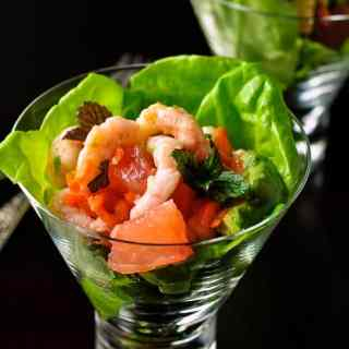 Tender butter lettuce and sweet rosy pink grapefruit form the bed for a gently spiced mound of shrimp with just a hint of heat. This Shrimp Salad with Grapefruit and Mint has it all: shrimp, avocado, shallots, carrot, cilantro, and grapefruit, all topped off with some fresh mint and crunchy salted peanuts.