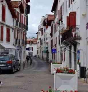 St Jean de Luz, home of gateaux basque |www.flavourandsavour.com