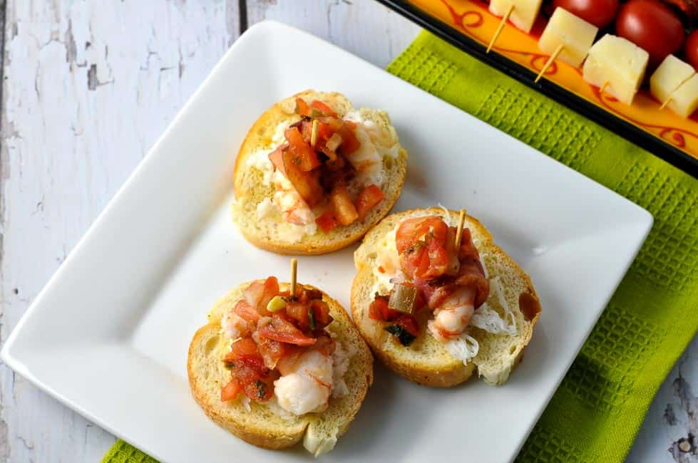 Bacon-Wrapped Prawns Crostini, a tasty appetizer for any time of the year. Perfect for a Spanish tapa party.