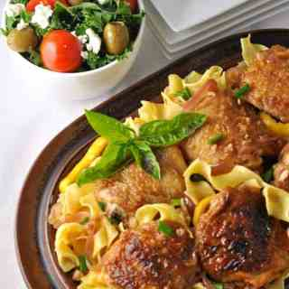 Lemon Garlic Chicken with Pasta and Herbs. Easy family dinner with ingredients you already have in your panttry. |www.flavourandsavour.com