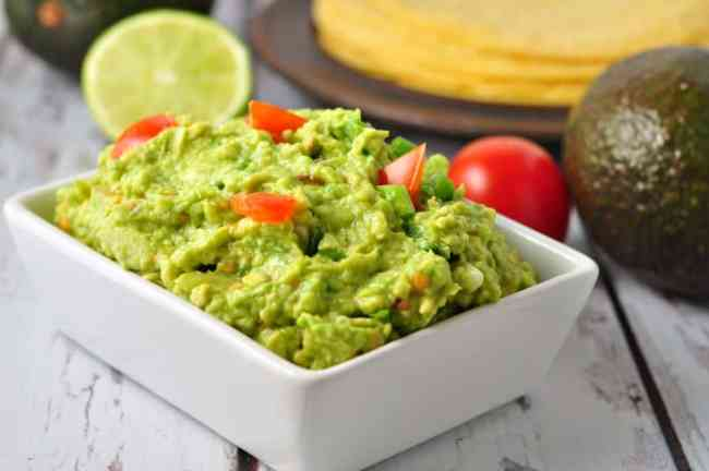 Quick Chunky Guacamole. Takes 5 minutes to make.  flavourandsavour.com