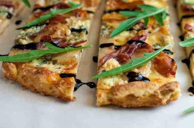 Gluten-Free Caramelized Pear, Prosciutto and Blue Cheese Pizza. It's gluten-free! |www.flavourandsavour.com