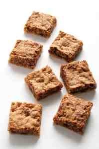 Canadian Butter Tart Squares. All the flavour of traditional butter tarts, without the pastry. These have a gluten-free shortbread crust! |www.flavourandsavour.com