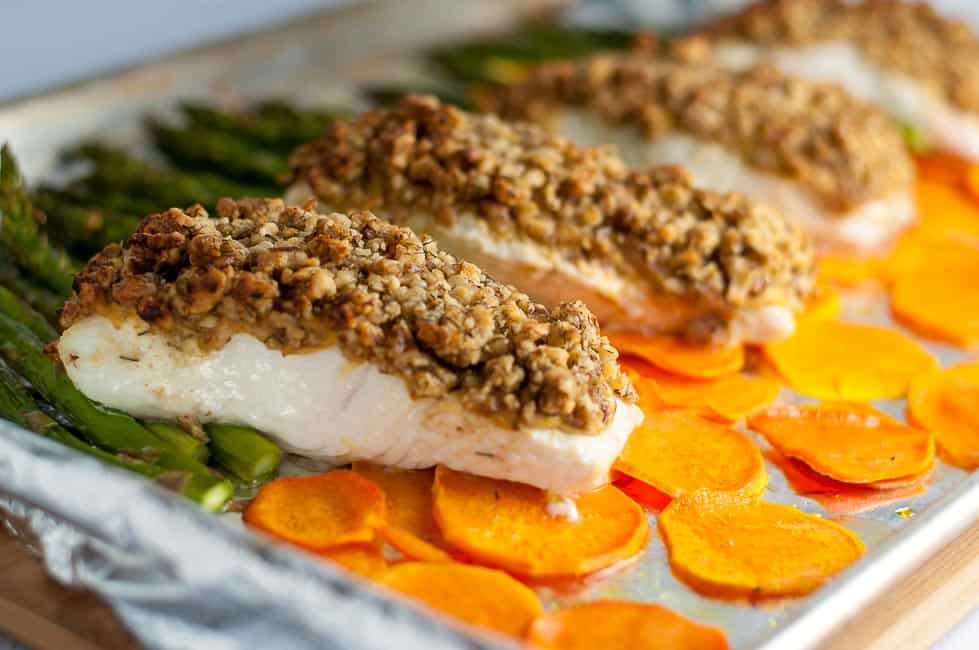 Maple Walnut Crusted Sheet Pan Halibut with crispy sweet potato chips and asparagus. A one-pan paleo meal that cooks in only 10 minutes. |www.flavourandsavour.com