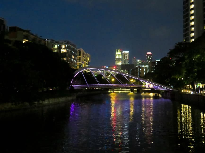 Two Days in Singapore: Must-See Activiites. Night walk along the river.