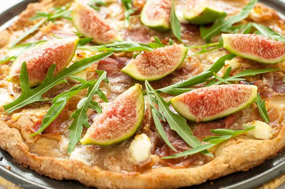 Fresh Fig, Prosciutto and Arugula Pizza