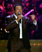 020814-shows-honors-show-highlights-Smokey-Robinson-performs-2