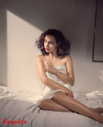 Emilia-Clarke-Esquire-November-2015-Cover-Photoshoot04