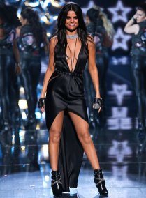 fashion-show-2015-musical-performer-selena-gomez-2-victorias-secret