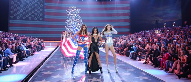 fashion-show-2015-musical-performer-selena-gomez-6-victorias-secret