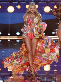 fashion-show-runway-2015-boho-psychadelic-elsa-look-13-victorias-secret