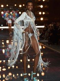 fashion-show-runway-2015-boho-psychadelic-maria-look-10-victorias-secret
