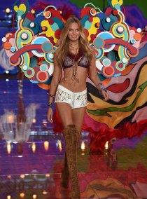 fashion-show-runway-2015-boho-psychadelic-romee-look-9-victorias-secret