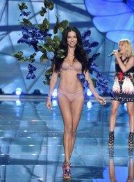 fashion-show-runway-2015-exotic-butterflies-adriana-look-1-victorias-secret