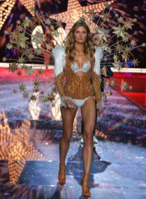 fashion-show-runway-2015-fireworks-constance-look-10-victorias-secret