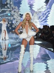 fashion-show-runway-2015-ice-angels-elsa-look-5-victorias-secret