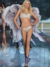 fashion-show-runway-2015-portrait-of-an-angel-lily-look-2-victorias-secret