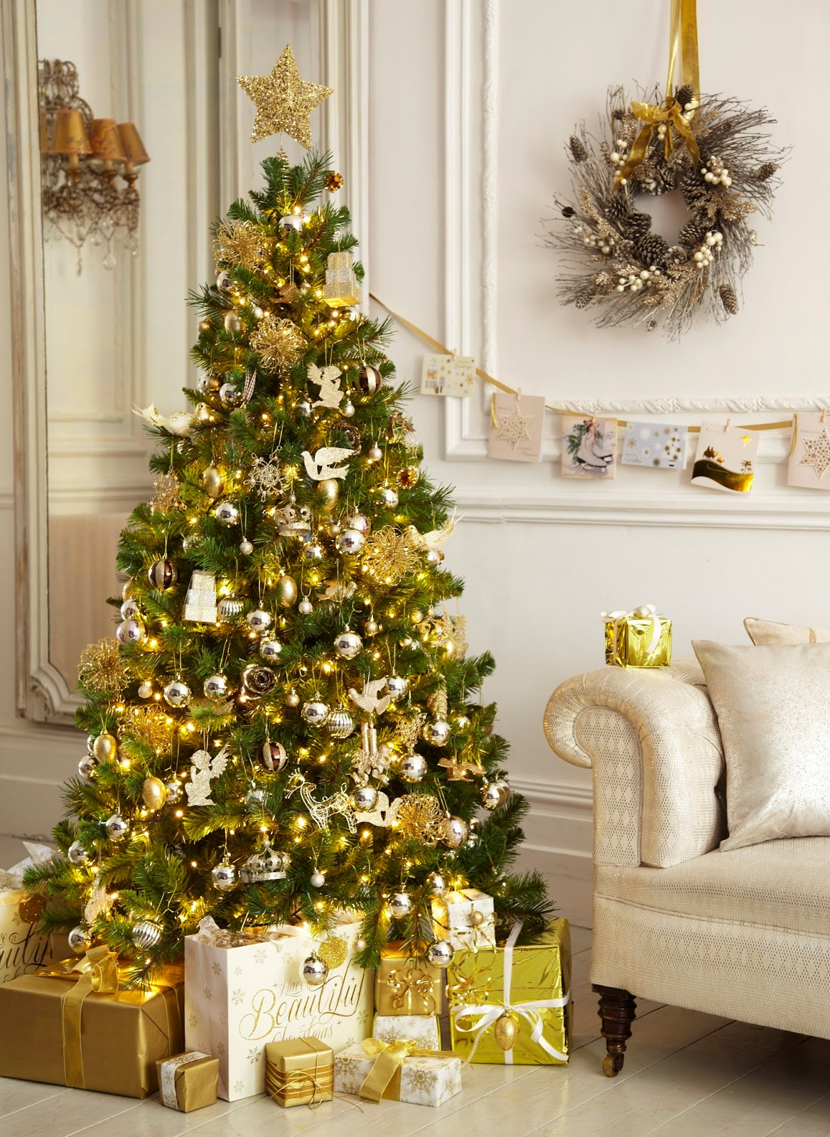 30 Gold Christmas Decorations Ideas For Home Flawssy