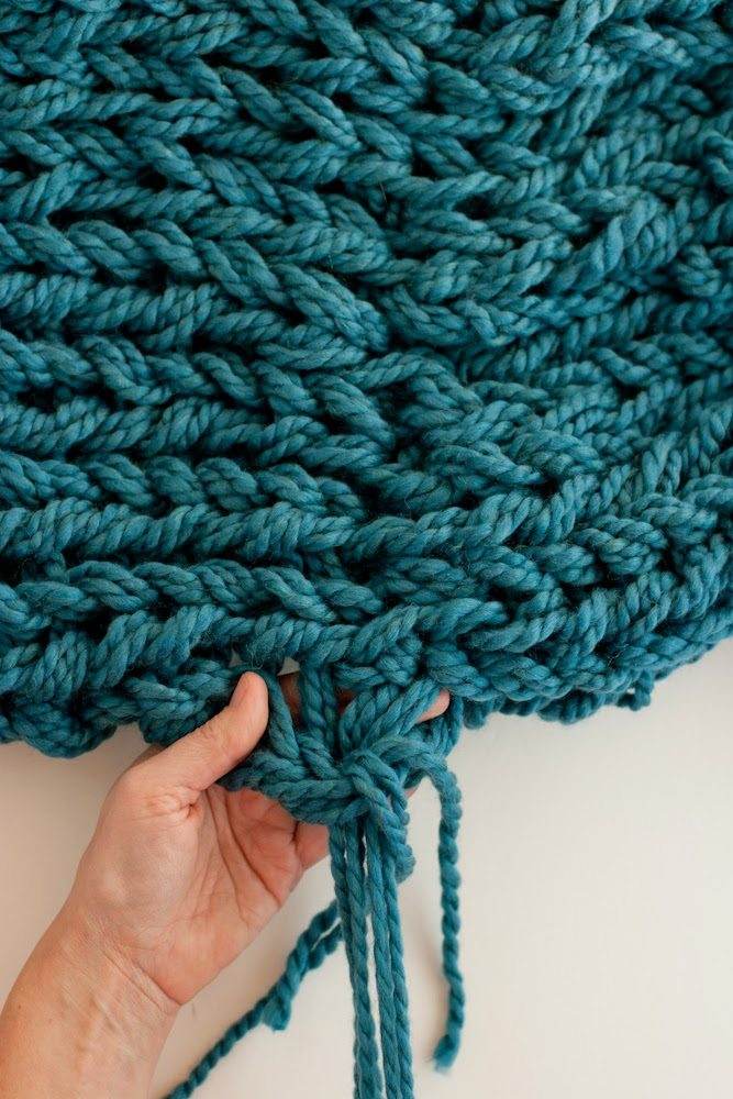 Arm Knitting How To Photo Tutorial Part 4 Finishing With