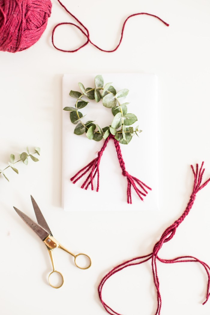Wreath Gift Wrap DIY