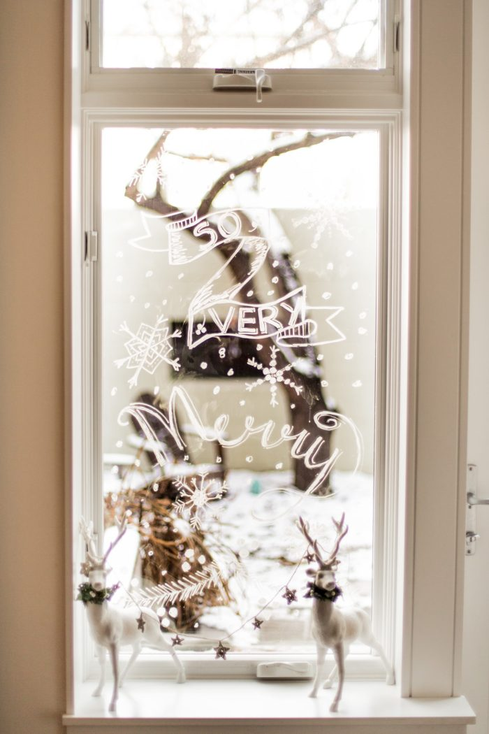 Holiday Window Painting with Chalk Markers @flaxandtwine