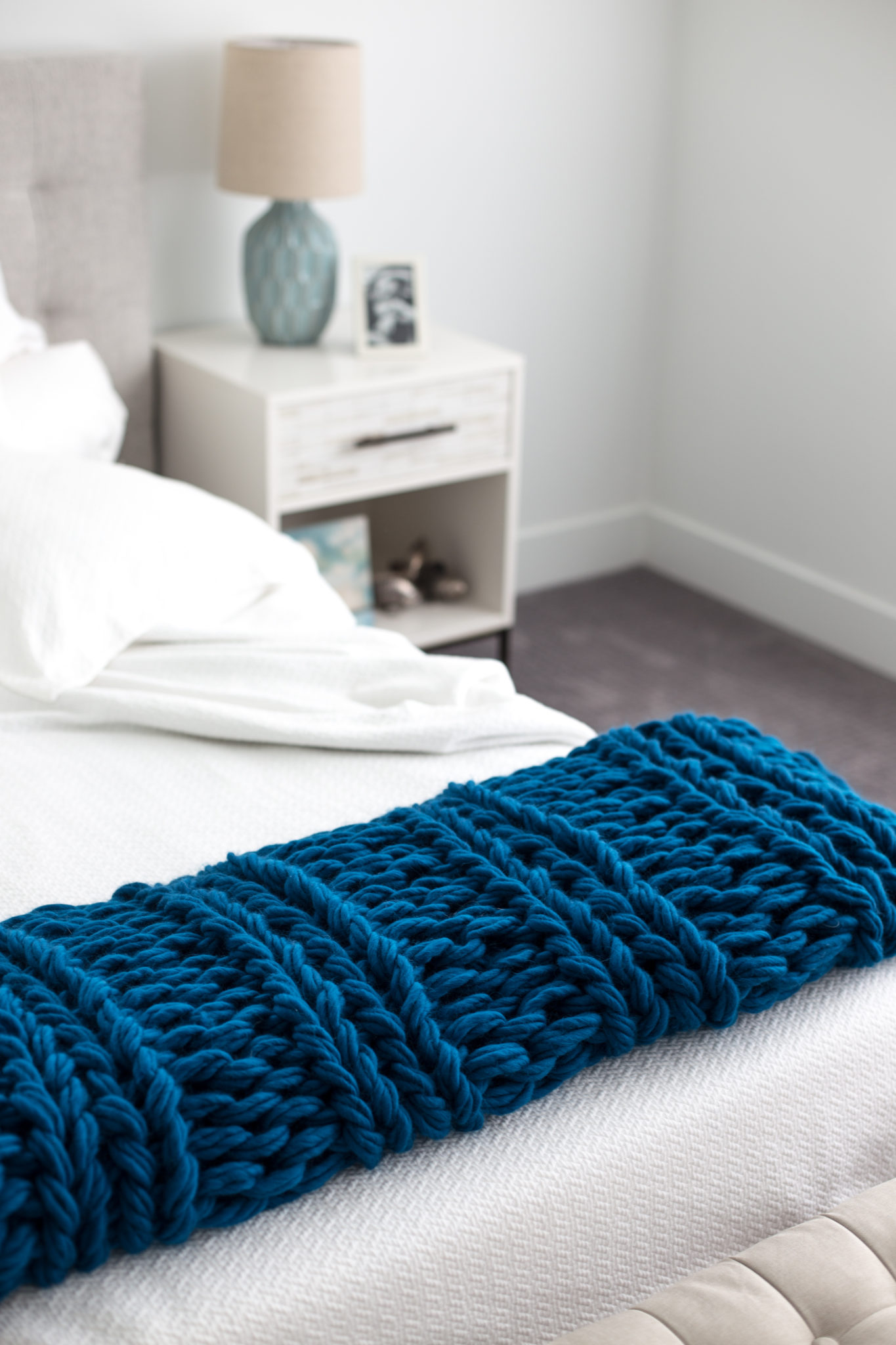 Free Chunky Arm Knit Ribbed Blanket Pattern - Flax & Twine