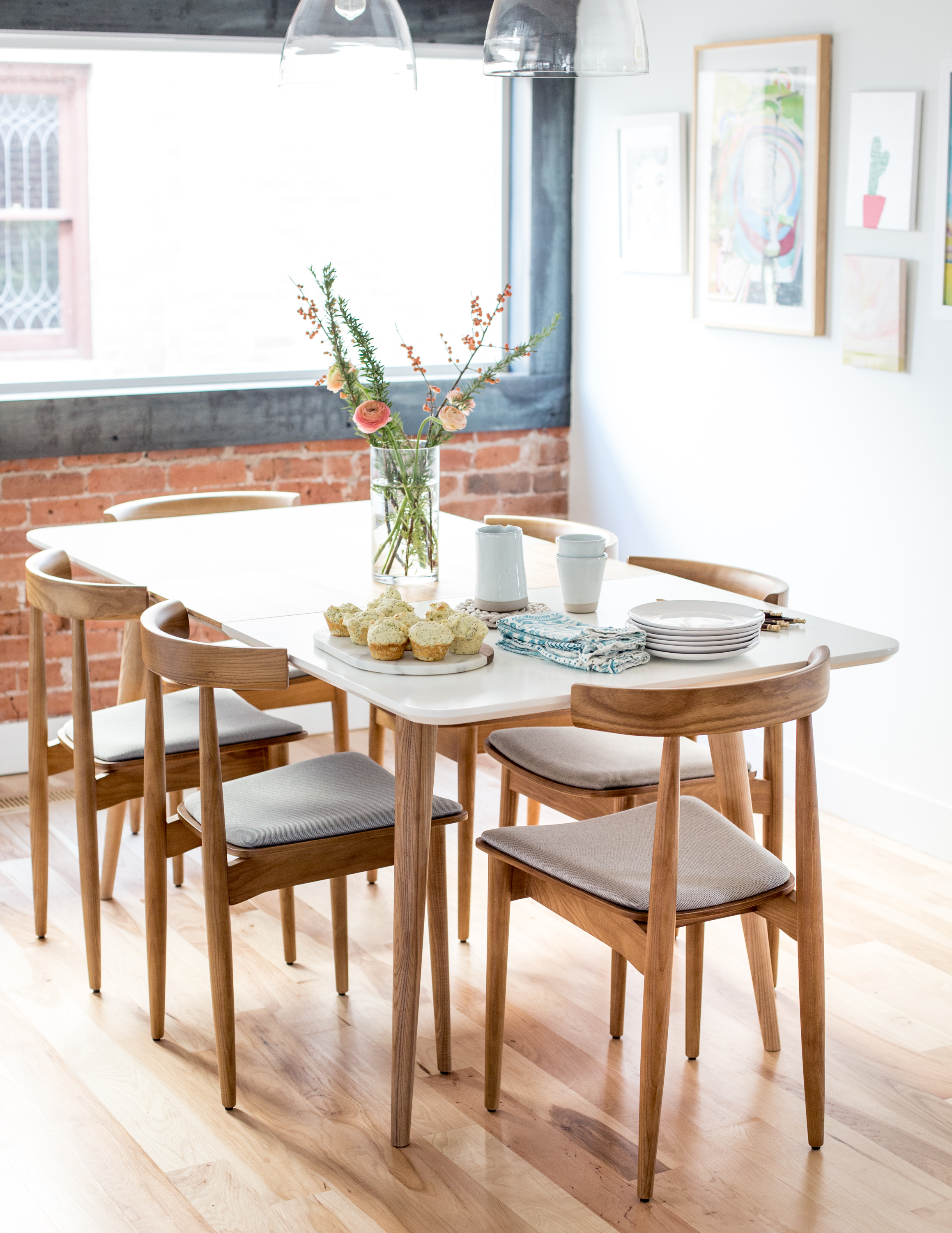 Mid century modern dining table and chairs have