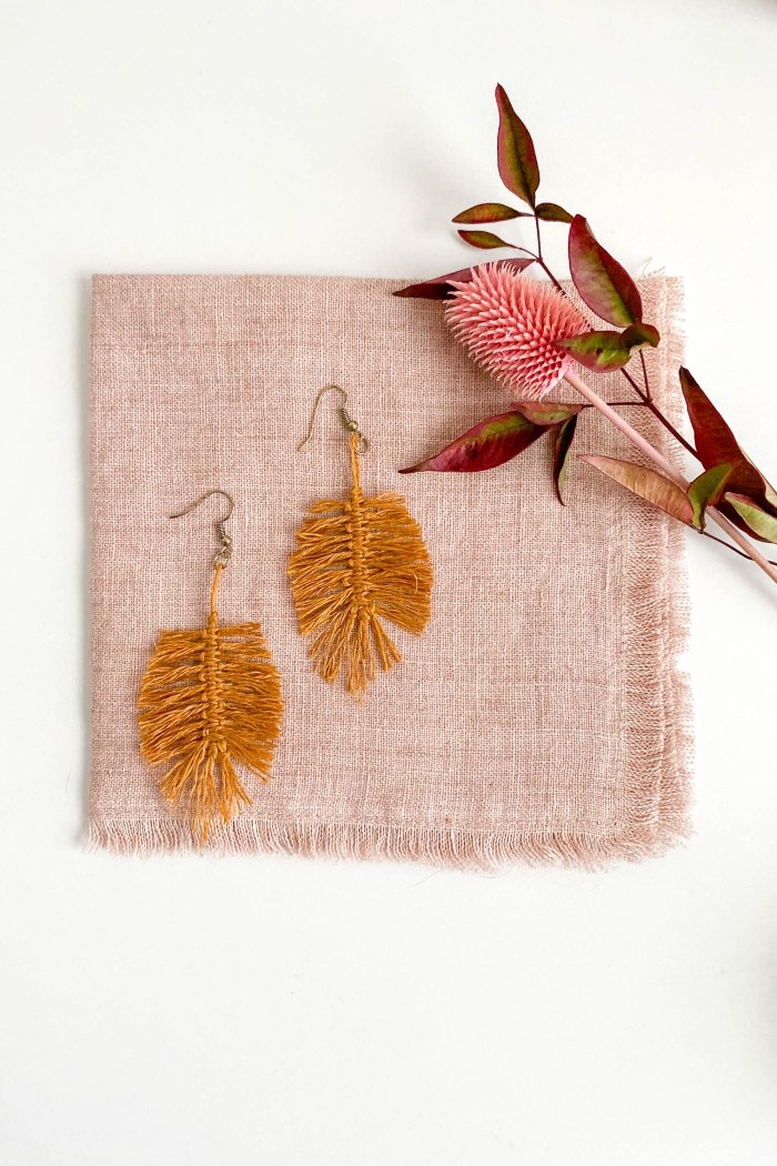 Macrame Feather Earrings Pattern, Kit & Video