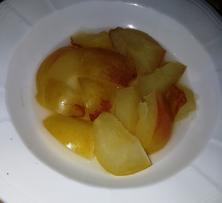 Cooked apple