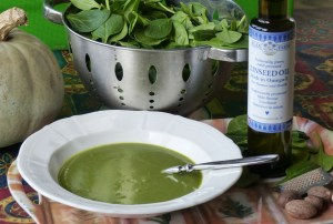 Spinach & Squash Soup with Cold-pressed linseed oil & nutmeg