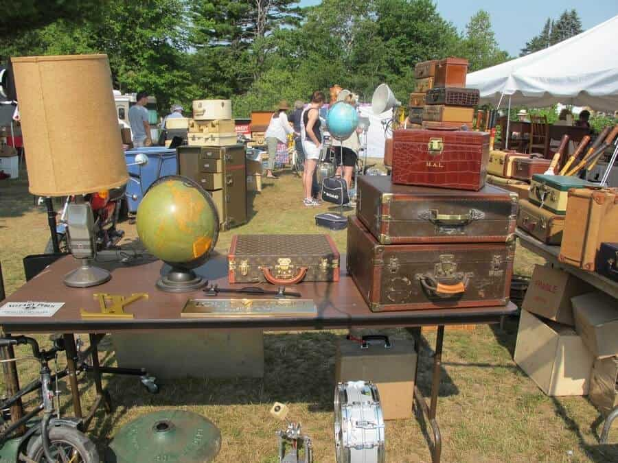 Brimfield antique show fleamapket the best flea markets for Antique marketplace