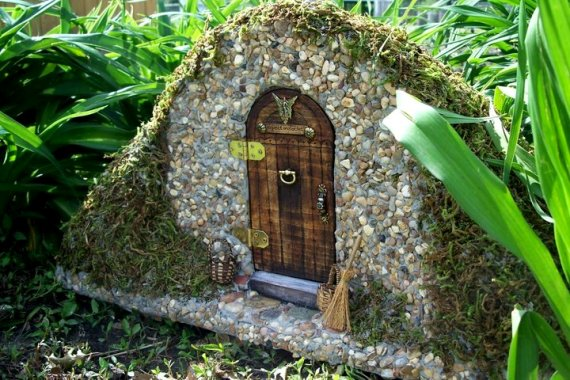 How to creating a flea market fairy garden flea market for Idea behind fairy doors