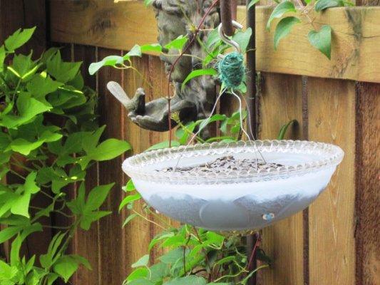 Dos lámparas iguales un baño del pájaro