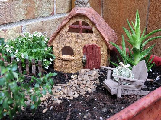 Jeanie Merritt‎'s cozy fairy house