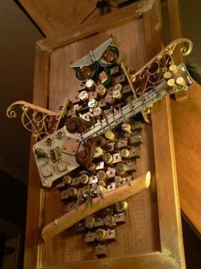 A joyful owl of metal scrap