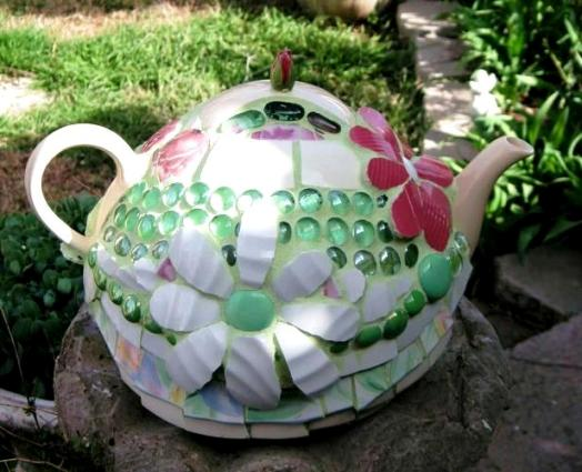 The other side of Becky Norris's bowling ball 'teapot'