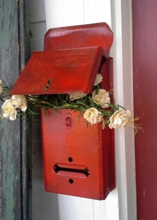 Billie's 'reddish' mailbox