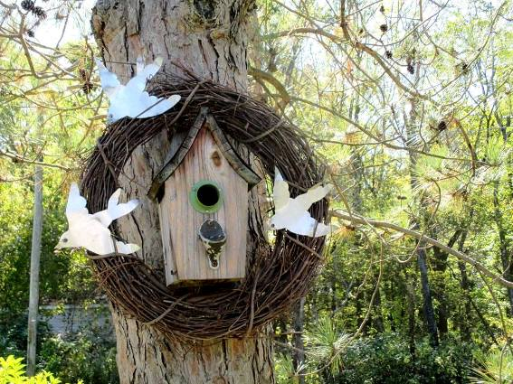 Jeannie Rhodes‎'s birdhouse wreath