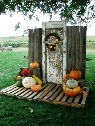 Jerri Clark's back drop of door and pallets creates a focal point